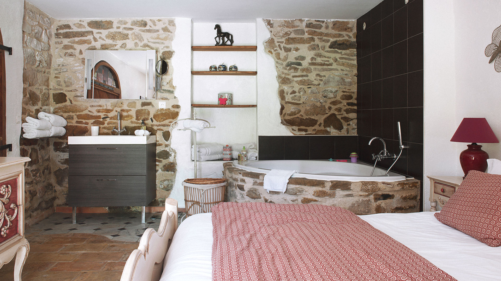Parents bedroom with open bathroom in luxury resort south of france