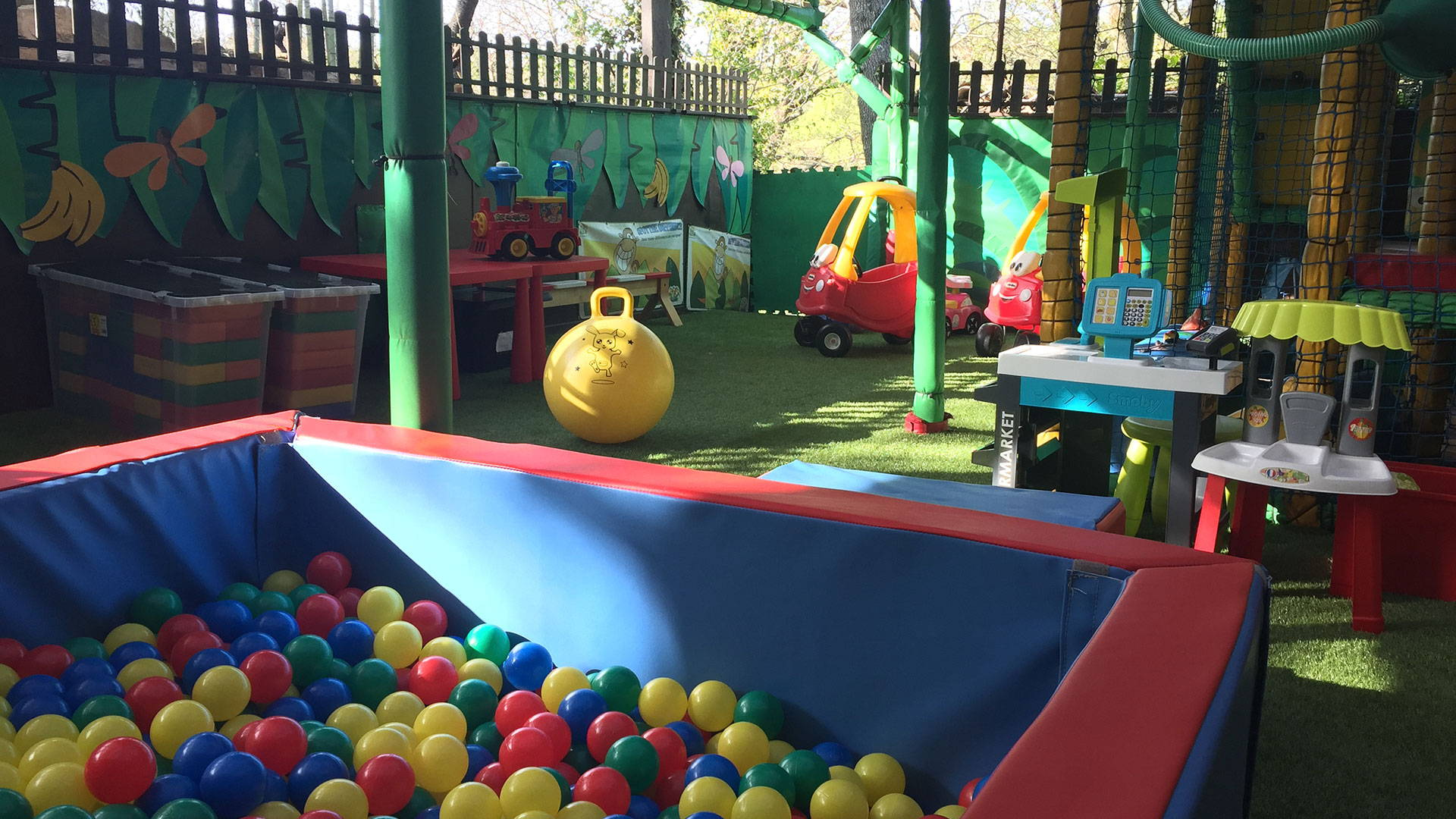 Soft play area for baby boltholes France