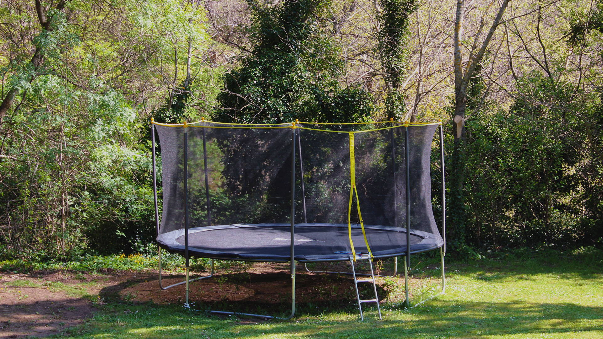 Trampoline in the garden south of France holidays with children